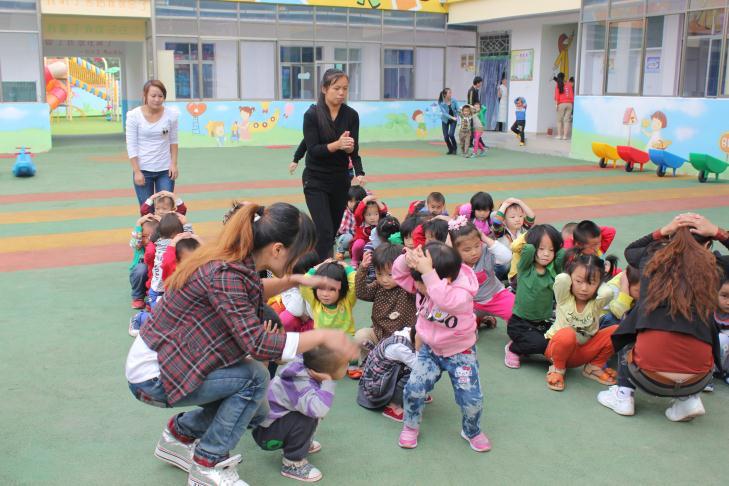实验幼儿园:开展地震逃生安全演练