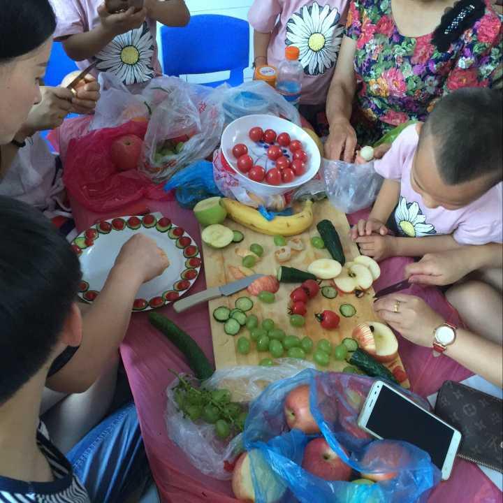 """豫灵镇中心幼儿园开展第一届""""我是美食小当家""""美食节"""